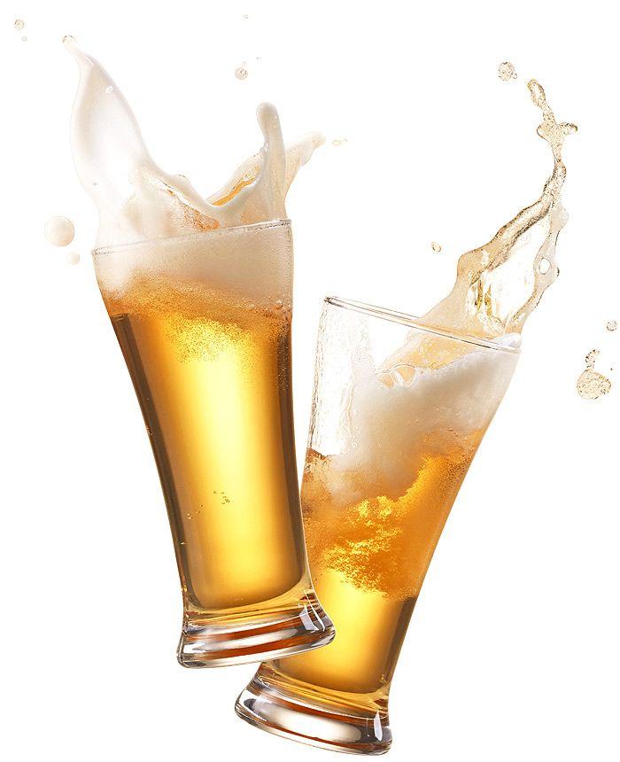 Zwei Biere die anstoßen